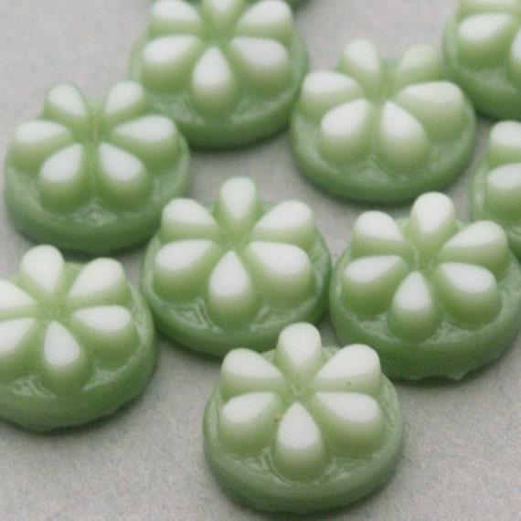10 Vintage Western Germany Glass Flower Cabochons - 7mm - Sage Green VGC078