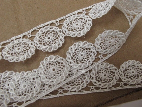 VENISE LACE EDGE, White. 4  1/2 yards. 1 inch wide. 843-A