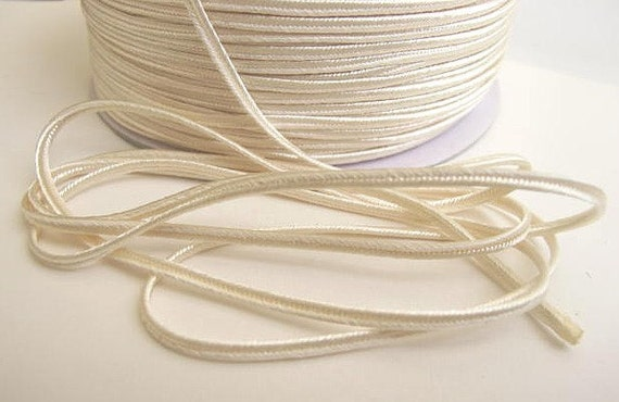 Soutache 6 yards SOUTACHE passementerie braid. IVORY. 1/8 inch (3mm) wide. 556-810