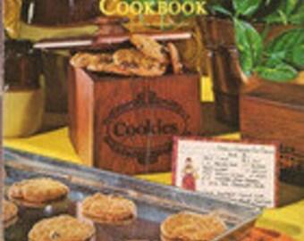 1978 Cookie Cookbook by Darlene Kronschnabel, Ideals, Bar Cookies, Butter & Dairy Cookies, Meringue, Nut, Chocolate Cookies, Sugar and Spice