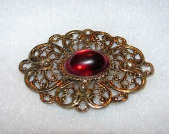 Jewelry 1980's Fillagree Brooch, Simple, Round retro 80's Ruby Red, Ornate classic, 22e