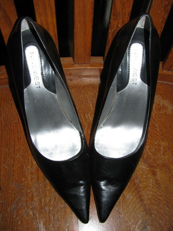 Vintage Shoes Style Black Leather Heels, Pumps, Nine West, Like New, Size 6 1/2 Sexy Retro Stilettos, Classic Sultry High Heel Pumps 20c