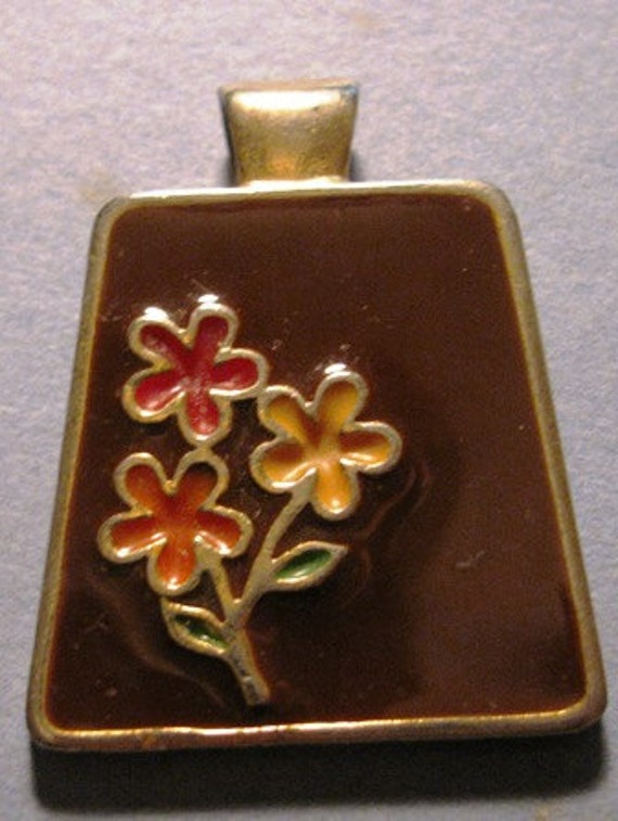 Vintage 1970's Jewelry Brown Resin Pendant, Flowers, Floral Bouquet, Spring Time retro 70's Flowers unique Flower collectible