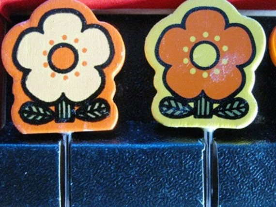 1970's Vintage Wooden Flower Cheese Sticks, Hordevoures Picks, Flower Power, Funky retro Holiday Orange & Yellow, Made in Japan