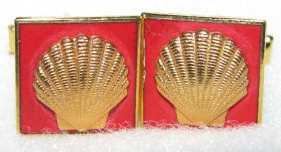 Jewelry Shell cuff links 1960's vintage, retro 60's collectible  Gas & Oil Millionaire Texas Oilman Texana relics unique Texan 13f
