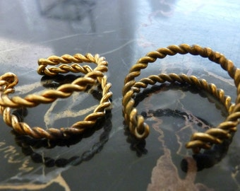 1 Vintage Aged Brass Twisted Ring Base C18b