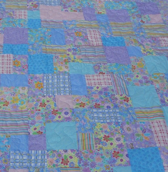 PRICE REDUCED Spring Meadows queen size quilt