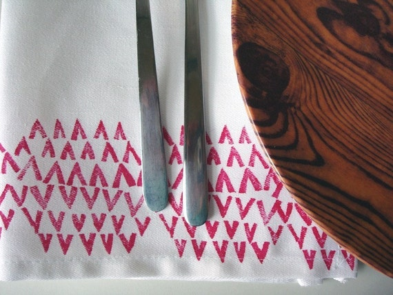 block print cloth napkins. little v's and teepees. set of four.