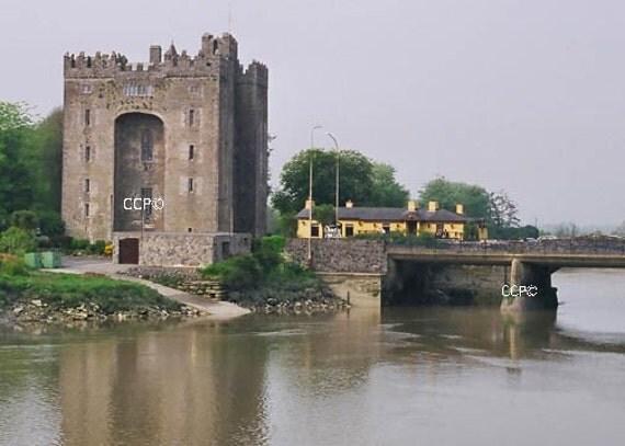 Irish castle bunratty castle durty nellys irish pub for Landscape architect ireland