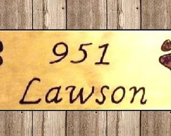 Personalized address sign with paw prints