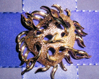 Vintage Sarah Coventry brooch, Sea Anemone 3 dimensional unique design, Gold tone metal, Eye catching and unusual piece
