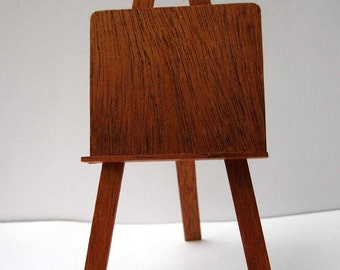 One 12th Scale Miniature Artists Easel , hinged.