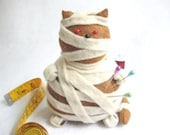 Stuffed mummy cat pincushion, Felt cat, Cute mummy cat, Felt mummy, Mummy decoration, Silly cat, Gift for cat lover, Kitty-Hotep, MTO