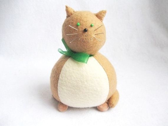 Felt Pincushion - Tan and Cream Cat Pin Cushion - cute felt kitty cat collectable or Gift for cat lover Gift for sewer- Rudy - MTO