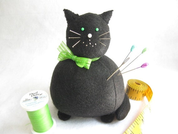 Black cat, Cute pin cushion, Black felt pincushion, Cute kitty cat, Sewing room decor, Crafter gifts, Cat gift, Sewing accessory, MTO