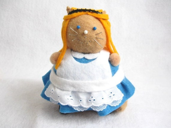 Alice cat, Cat pincushion, Alice's Adventures in Wonderland, Fairy Tale Cat, Book lover gift, Felt Alice doll, Literary cat art, Sewing gift