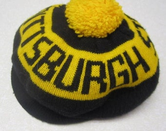 Vintage Pittsburgh Steelers Snow Ski Cap Tam Black and Gold Hat Pom Pom