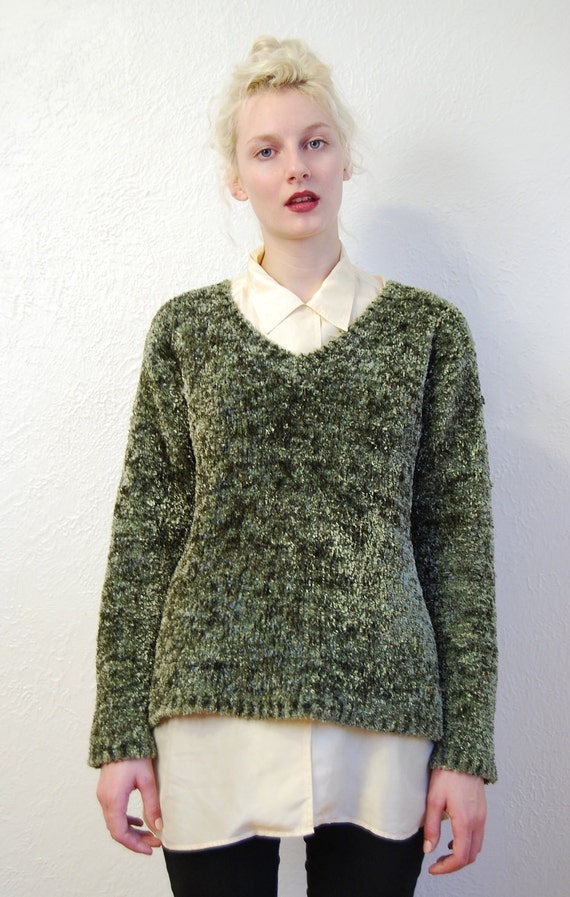 vintage 1990s / grunge / moss green / fuzzy soft /  V neck / sweater / S-M