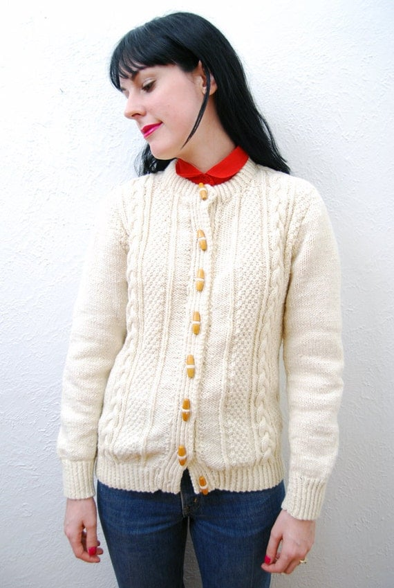 vintage 1970s / fisherman style / cream / cable knit / wooden button / knit / cardigan / S-M
