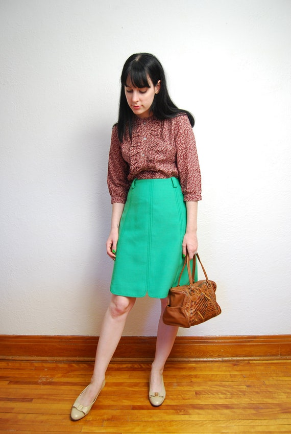 Reserved for Jun till july 21st vintage 1960s / mod / scallop hem / kelly green / high waist / skirt / A line / S