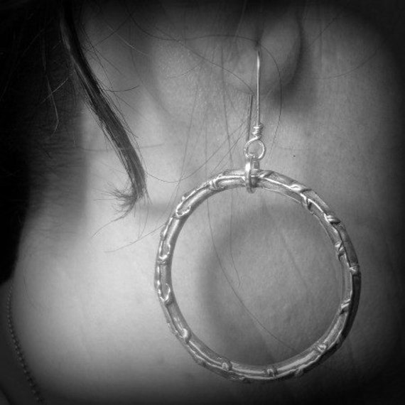 gorgeously steadfast vine circle earring