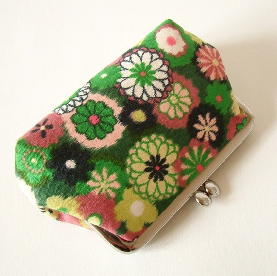 62% OFF Frame purse - green flowers