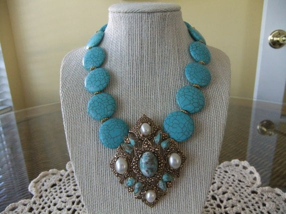 Turquoise Beaded Necklace with Gold Vintage Sarah Coventry Pearl Pendant