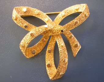 Super Sparkly Girly Vintage 1960's Trifari Gold Metal Bow Brooch Pin