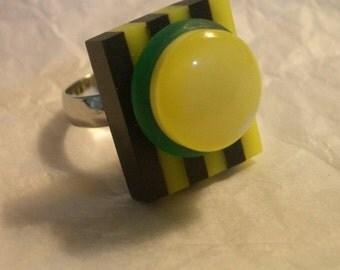 Plexiglass and Button Ring  -  Lemon Drop Top -  Accessorize