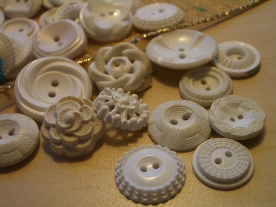 Housedress Buttons VINTAGE Plastic -  30 WHITE . .