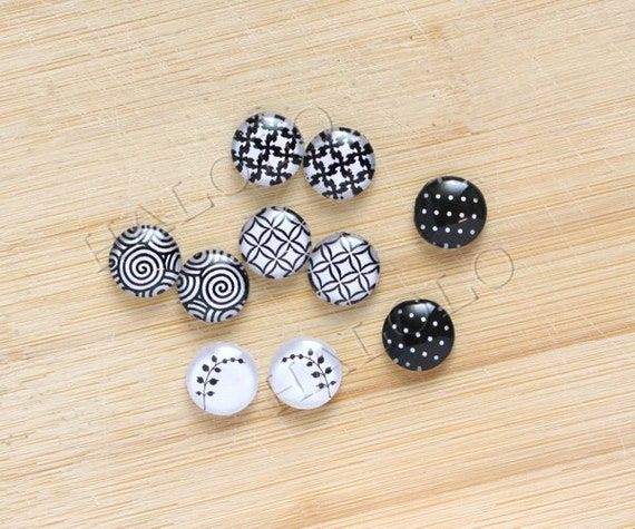 10pcs handmade assorted black and white geometric round clear glass dome cabochons / Wooden earring stud 12mm (12-96451)