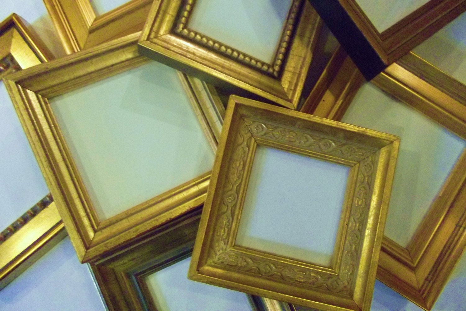 lot of 6 small gold picture frames to hang. Black Bedroom Furniture Sets. Home Design Ideas