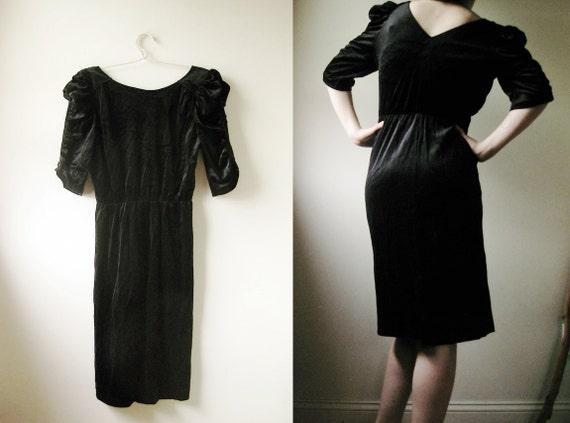 SALE - WAS 25 -  80s Black Velvet Little Black Dress - M