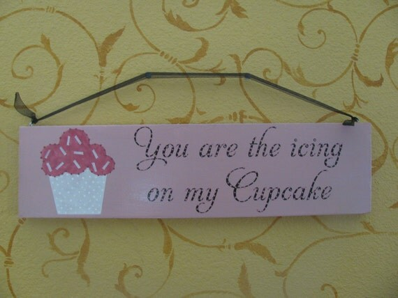 Cupcake Hanging Wall Sign