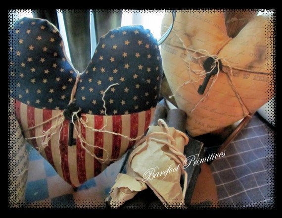 Americana Patriotic Hearts rusty keys Cupboard Tucks
