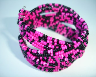 Beaded memory wire bracelet in pink and black - Emo style
