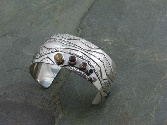 Wide domed  5 faceted stone bracelet