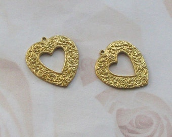 raw Brass Etched Heart Brass Stamping   07025