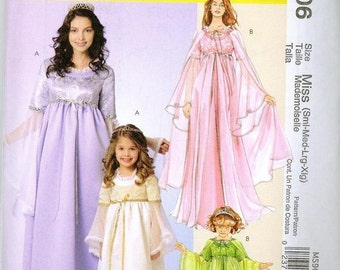 Renaissance Maiden Sewing Pattern McCalls 5906 Sizes S-XL Gown