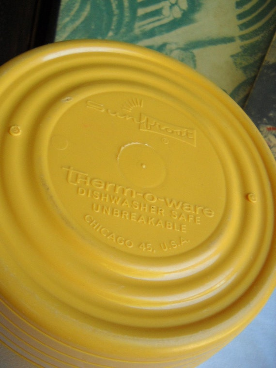 Vintage Sunfrost Therm O Ware Insulated Locking Cover Bowl