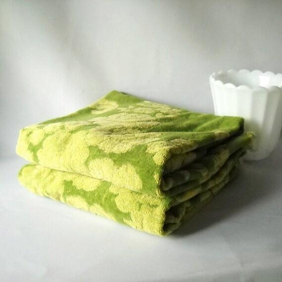 Vintage Towel Set Avocado Green Flower Power Bath Towels  Bathroom Decor Retro Groovy 1970s