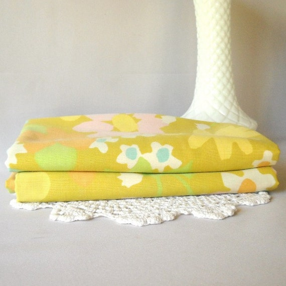 Vintage Pillow Cases Mustard Yellow Flower Power Pillow Cases Bedding Vintage Linens