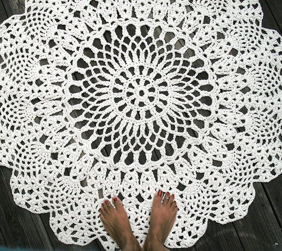 Crochet Patterns Rugs : ... Cotton Crochet Doliy Rug 42 Circle Pineapple Lacy Pattern Non Skid