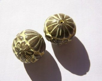 Huge Brown and Yellow Carved Etched Focal Beads bds320