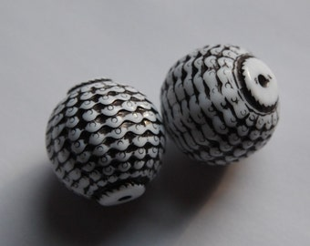 Vintage Black and White Etched Focal Beads bds843