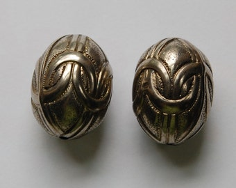 Large Vintage Pewter Metalized Ornate Beads X2 bds809