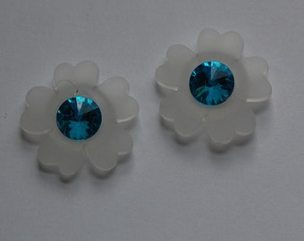 Vintage Matte White Flower with Blue Acrylic Rhinestone Center cab809