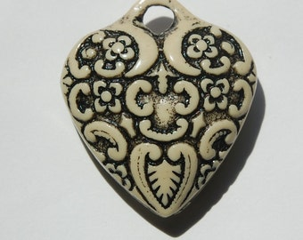 Antiqued Ivory with Black Etched Heart Pendant pnd071