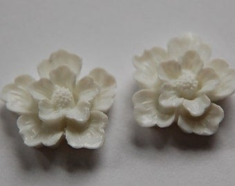 Vintage Style  White Flower Blossom Cabochon cab352D