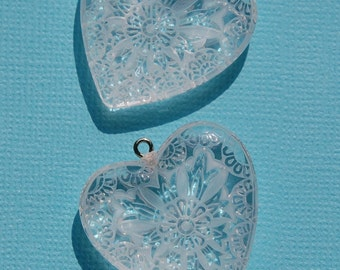 Etched Flower Lucite Heart Pendant Charms chr093